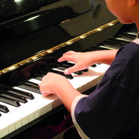 Bild: Junge Pianisten im Kloster Medingen