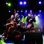 Bild: RED HOT CHILLI PIPERS - The Octane Tour