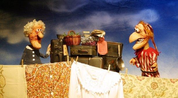 Bild: Echo hilft - Das Kikeriki-Theater präsentiert: Deppenkaiser - eine dreigedrehte Dorfgeschichte