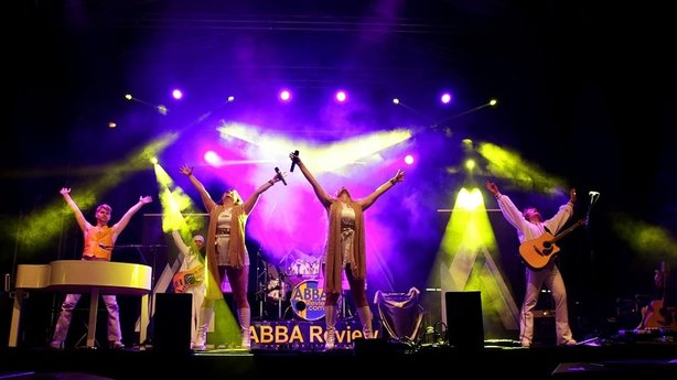 Bild: WATERLOO - The ABBA Show mit ABBA Review