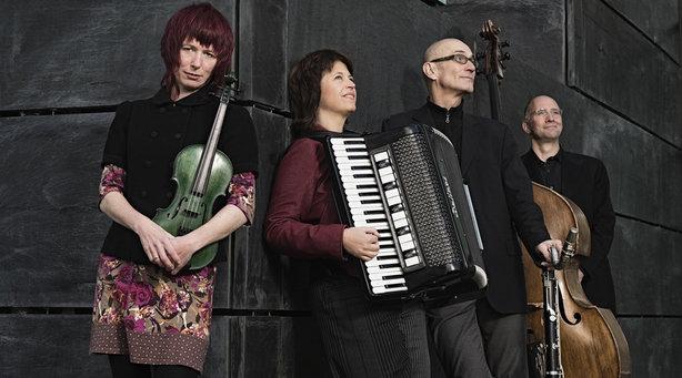 Bild: Monika Drasch / Emerenz Meier Band: Emerenz Meier - dahoam in Chicago? - Emerenz Meier - dahoam in Chicago?