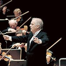Bild: Daniel Barenboim mit dem West-Eastern Divan Orchestra