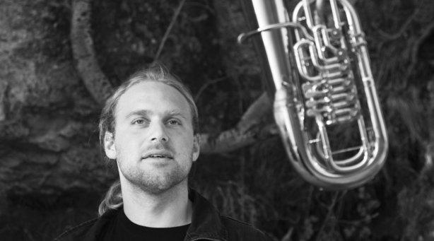 "Bild: Andreas Martin Hofmeir - ""Kein Aufwand"" – Musik-Kabarett mit Tuba"